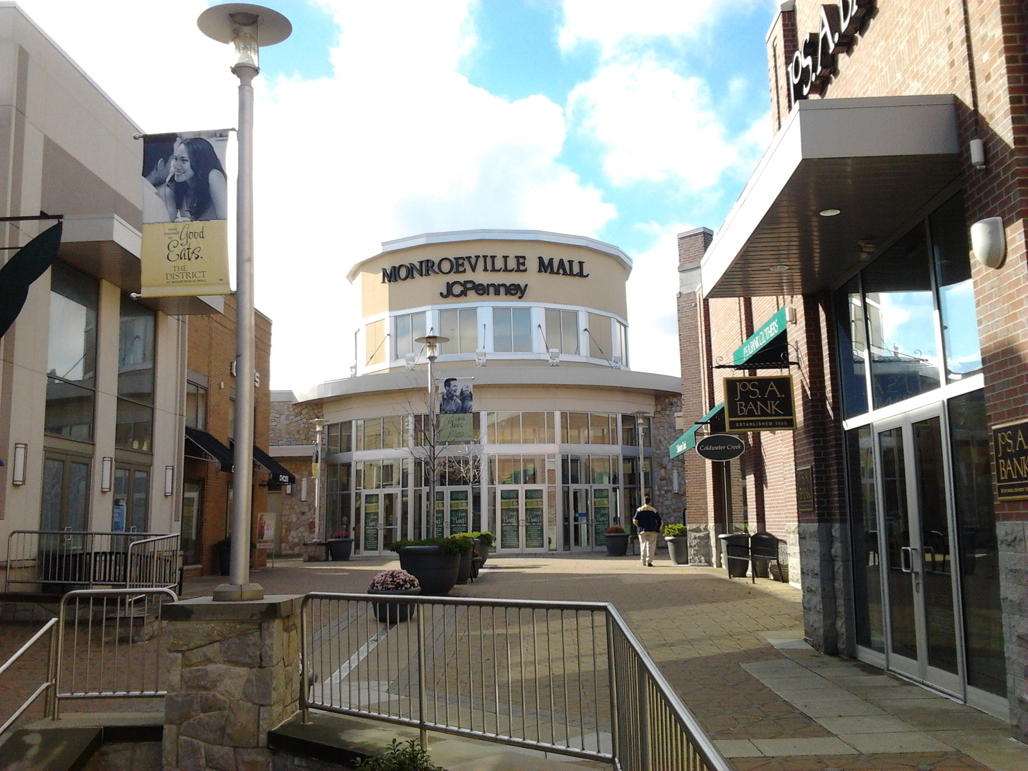 """Entrance to the Monroeville Mall, courtesy of """"Avicennasis"""""""