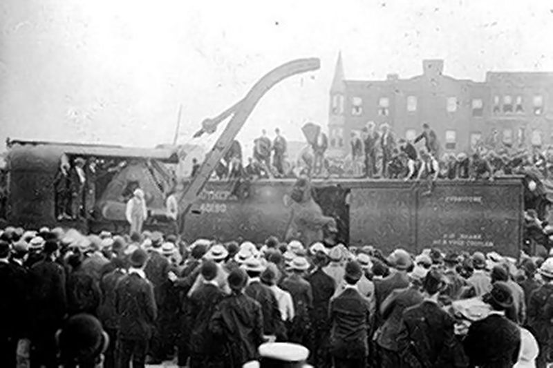 Mary the elephant was positioned beneath a 100-ton crate made to life railroad cars.