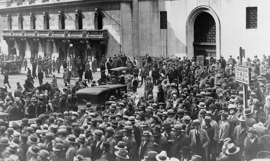 Crowd of people gather outside the New York Stock Exchange following the Crash of 1929.